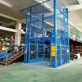 Hydraulic guide rail cargo lift